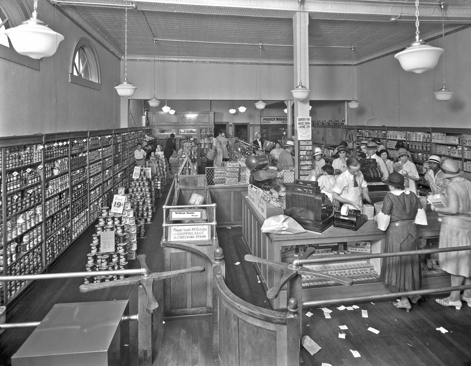September 6, 1916: The first supermarket opens for business | Knappily